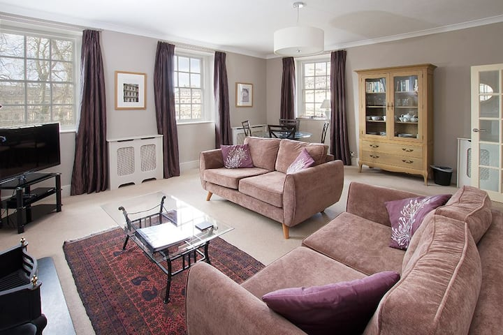 Circus House Apartment.  2 bedroom central property in one of Bath's most iconic Georgian buildings.