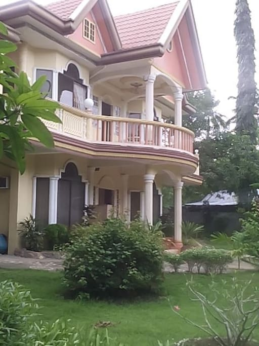 2 storey elegant house. Your access is the ground floor only.