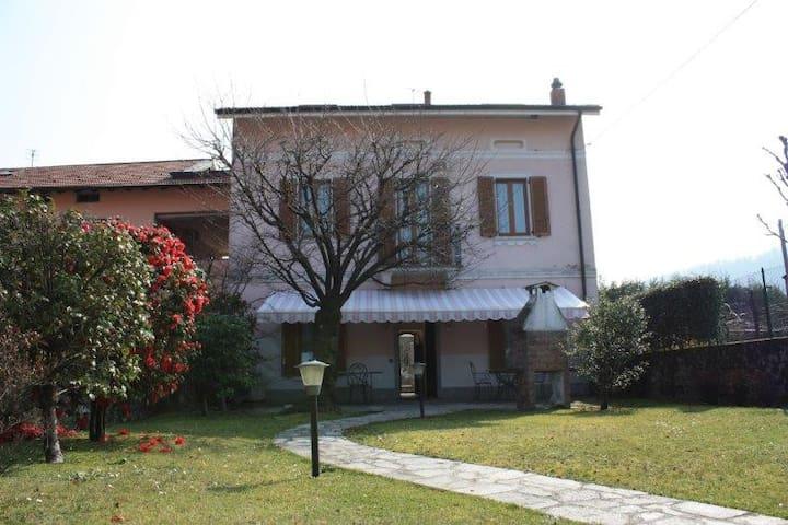 villa singola con giardino - Laveno-Mombello - Casa