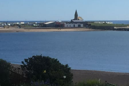 Sea front accommodation with bay view. - Newbiggin by the sea