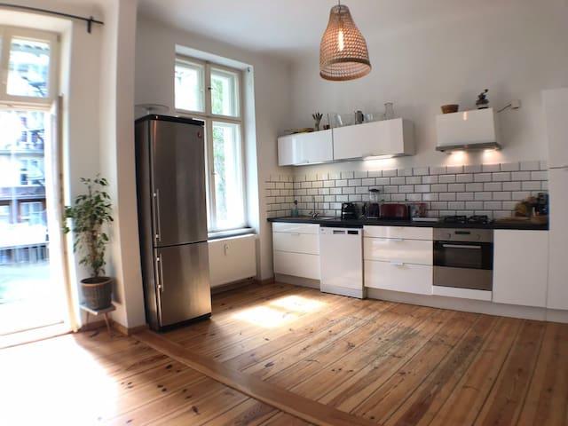 Private half apartment next to Görlitzer Park