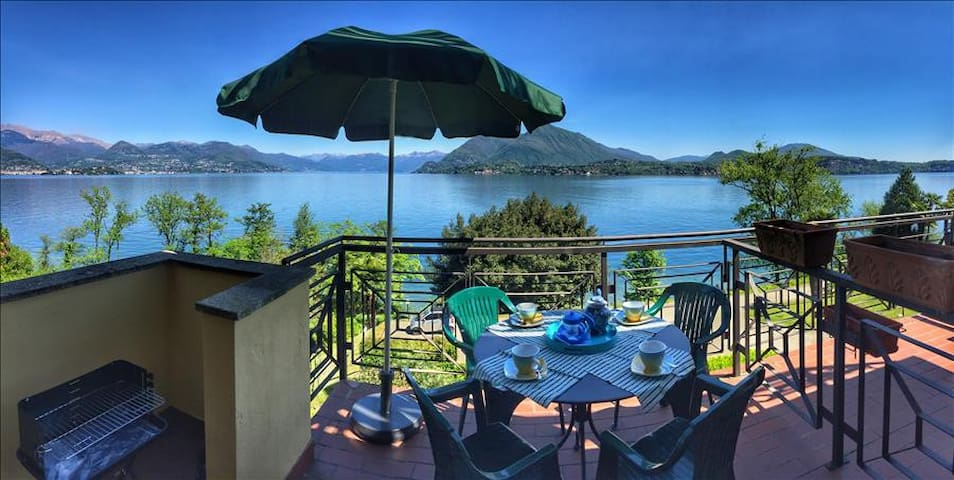 Ferdy in a panoramic position near Stresa with pool in residence