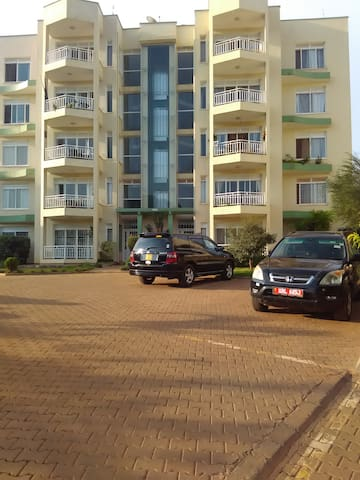 Fully furnished 4 Bedroom apartment ground-floor