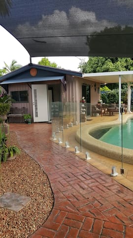 Pool house ..five star accomodation - Bungalow - Appartement