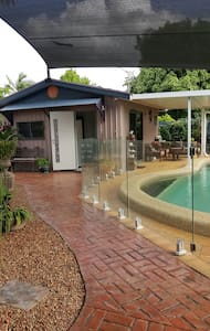 Pool house ..five star accomodation - Daire