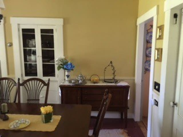 Renovated 1880s home Groton center-Breakfast! - Groton - Talo