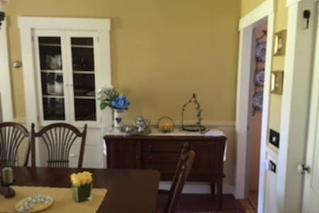 Renovated 1880s home Groton center-Breakfast! - Groton