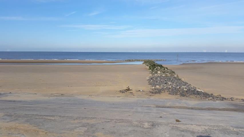 Lyons lido beach prestatyn Wales Ll197EU