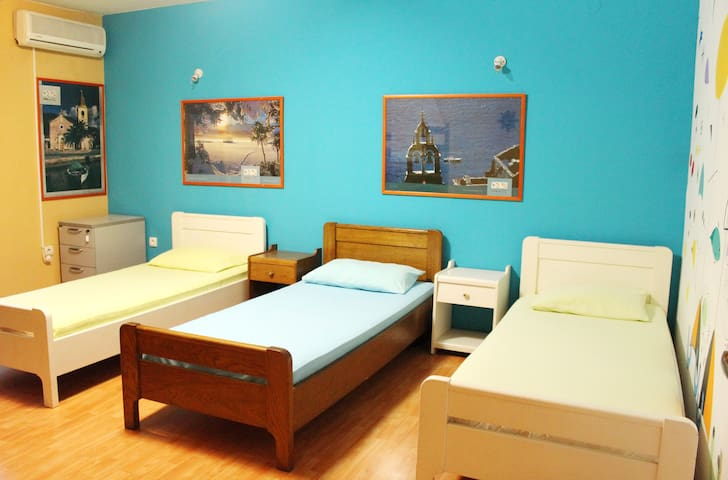 TravelBreak beds&rooms center - Подгорица - Дом