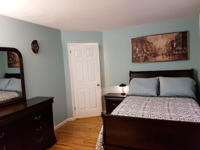 Comfortable Room in a Spacious Peekskill Home A