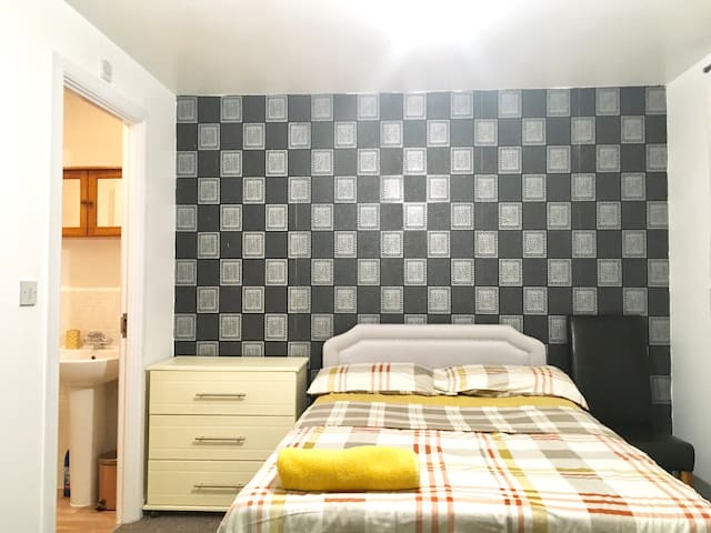Stunning Ensuite Double Room in Sittingbourne ME10