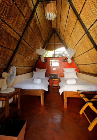Jollyboys Backpackers - Twin Chalet Non-Ensuite