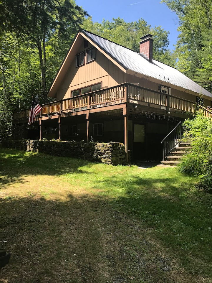 Clean comfortable chalet in the heart of N.H.