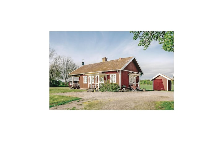 Nice home in Lyrestad with WiFi and 2 Bedrooms
