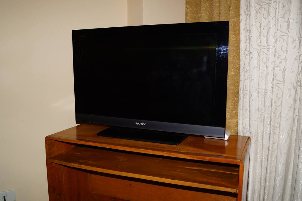32 in LCD colored TV - Sony Bravia