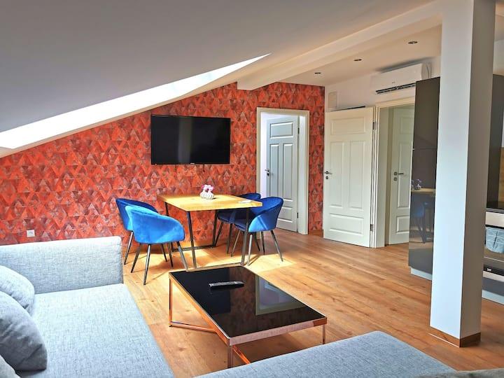Moderne Dg-Wohnung im Herrenhaus Henriettenhof