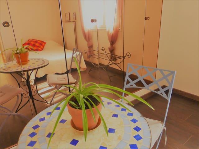 Nice quiet room/Chambre agréable et calme avec - Arles - Apartment