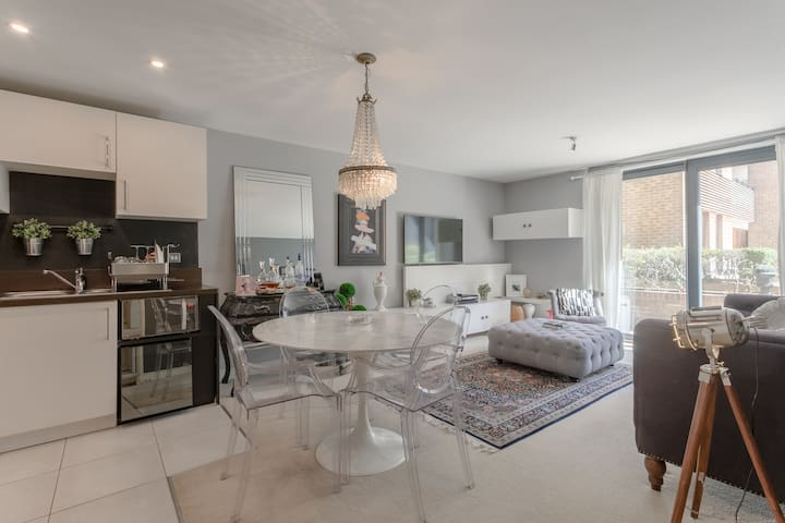 Wonderful, Modern One-Bed - Seconds From Station!