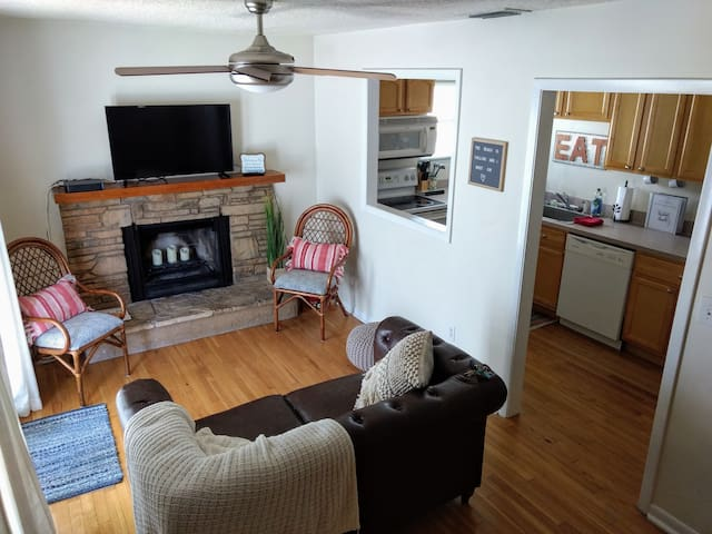 NEW * Magnolia Cottage Only 3 Blocks to the Ocean