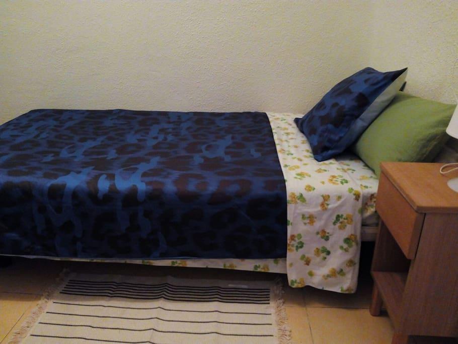 Habitacion por dias semanas ambiente familiar for Habitacion familiar en alquiler