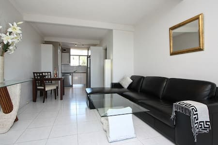 Private Apartment, Walking Distance to Beach - West Beach