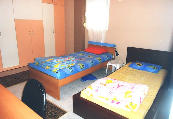 Lovely room 1 in Perea city. - Perea - Hus