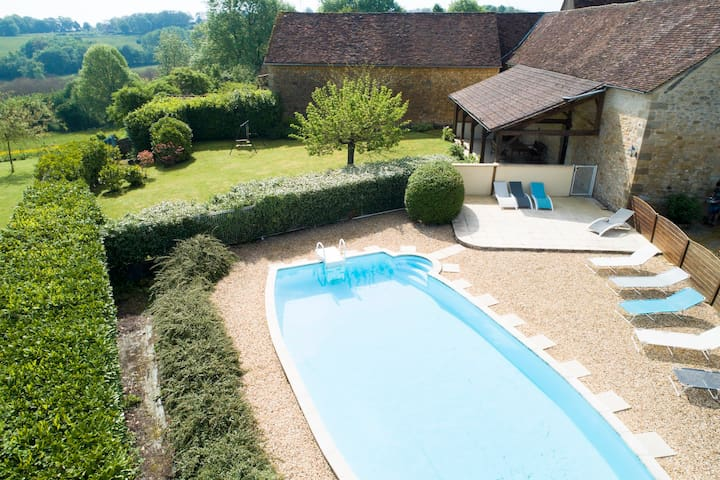 Comfortable Gite for 2 to 9 P with private pool