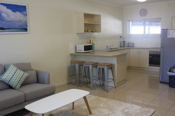 Gorgeous 2BR Apartment walk to town - Cairns North - Apartment