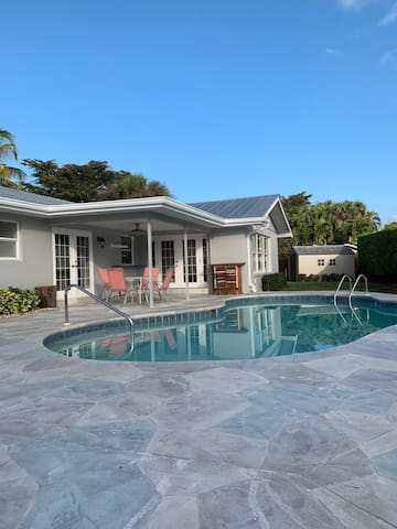 Two-Bedroom Coastal Pool Home Share with Privacy