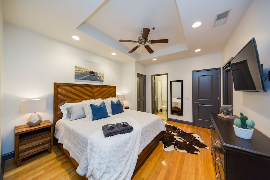Private bedroom with King size bed (AND ULTRA COMFY MEMORY FOAM MATTRESS!), TV with basic cable and Apple TV, full length mirror, closet, and en suite bathroom with shower/tub combo bathroom.
