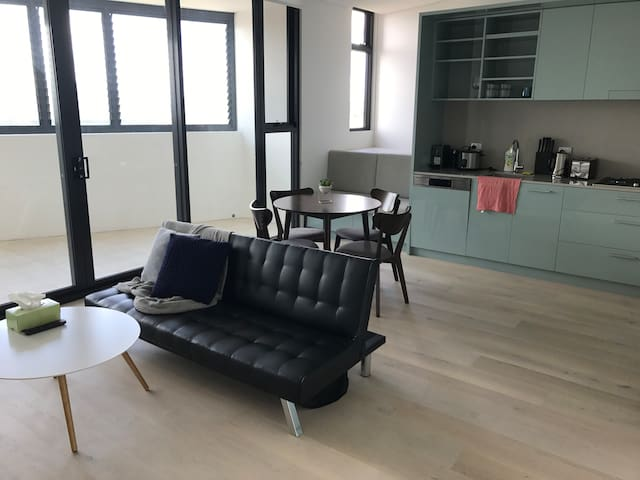 Brand new luxury apartment 1min to Station