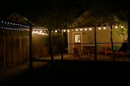 the Rustic Barn Retreat - Downtown - Livingston
