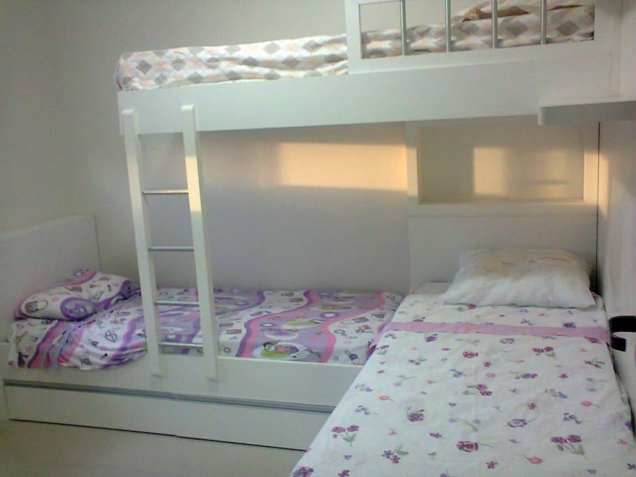 com 3 camas confortáveis.