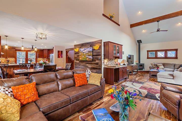 Beautiful Colorado Getaway, King beds, free Wifi