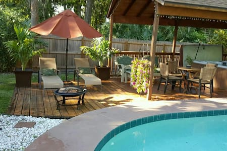 Great Room w access Heated Pool & Hot-Tub Oasis! - Daytona Beach - Ház