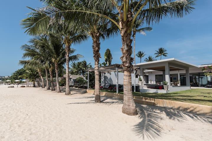 Villa Red Samui - A stunning 4 Bedroom Beach Villa