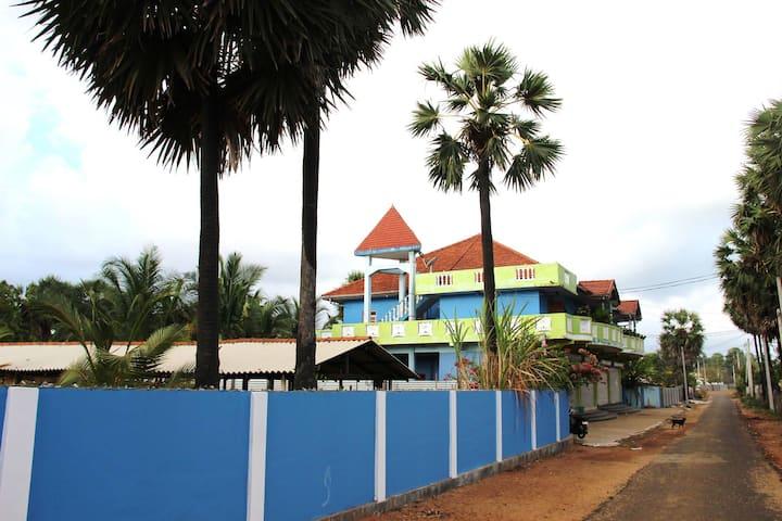 ASIRVAASAA COMPLEX, 2 Bedrooms house rental