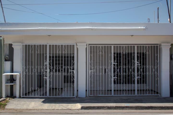 Casa completa con excelente ubicacion en Merida