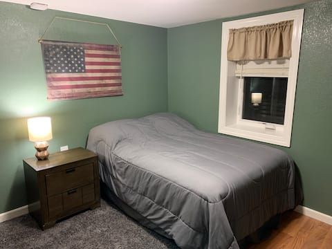Single room/full bed with private 1/2 bath