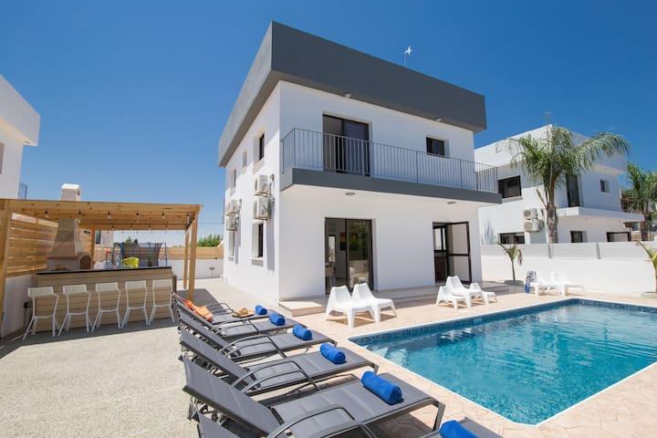 4 Bedroom villa in Ayia Napa