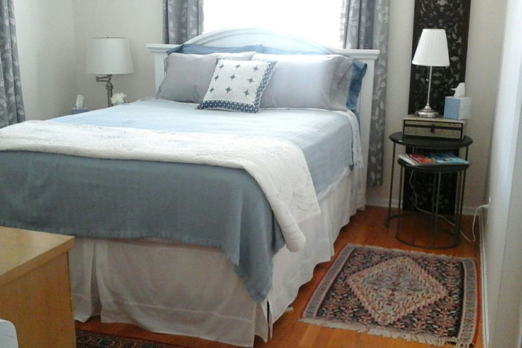 BR #1 - Comfortable queen-size bed