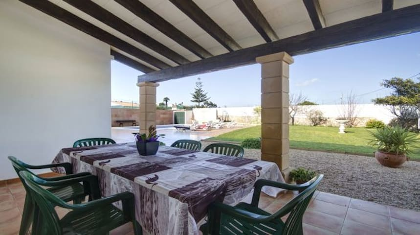 Espectacular chalet con piscina en zona tranquila - Ciutadella de Menorca - Chalet