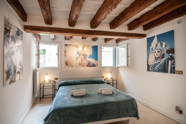 Carnival Venice Apartment in Venice center
