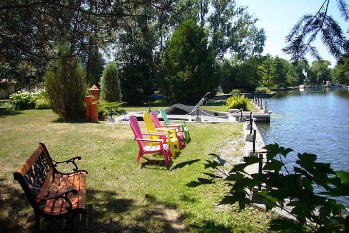 Gondola Lagoon Paradise