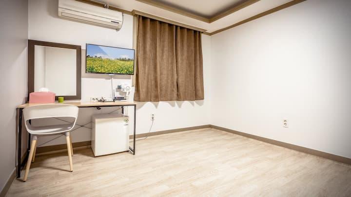 경포 해수욕장 도보 5분 거리 청결한 숙소의 모텔온돌-9 객실