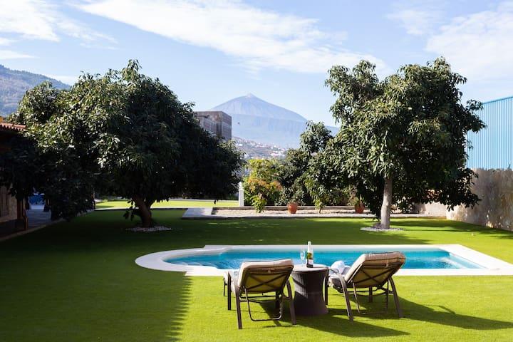 Villa con piscina climatizada y vistas al Teide