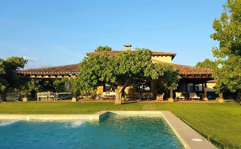 Elegant country house with swimming pool and views - Villanueva de la Vera - Ev
