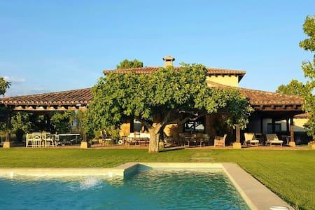 Elegant country house with swimming pool and views - Villanueva de la Vera - Ház