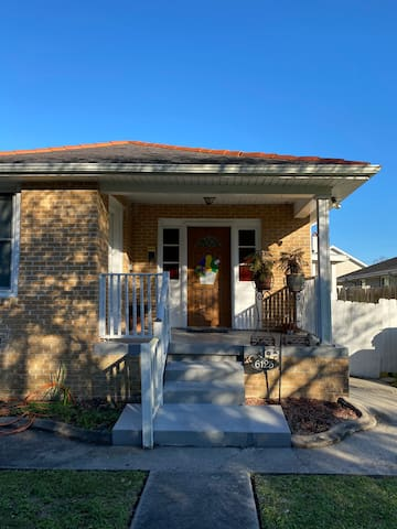 Cute House in Safe, Excellent Location!