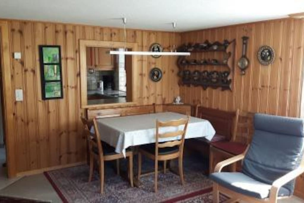 Wohn / Esszimmer  Esstisch mit Nische zur Küche